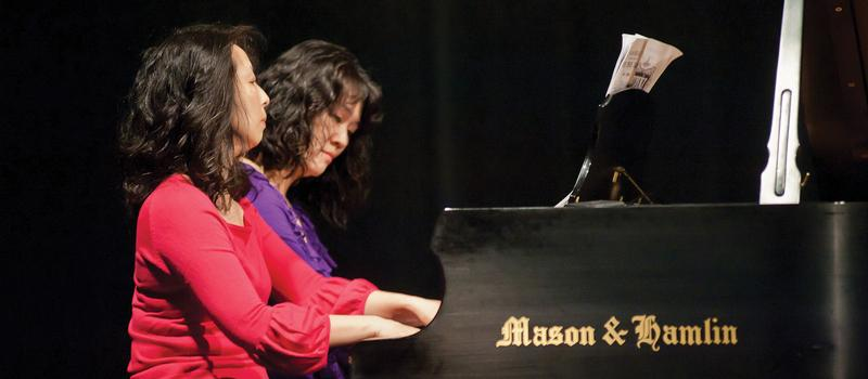 Wei-Der Huang and Hsien-Ann Meng, playing piano